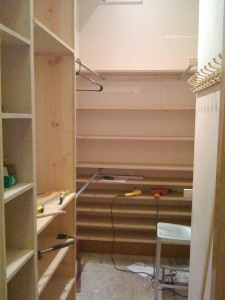 All shelves are in. Yay! Looking like a closet now.